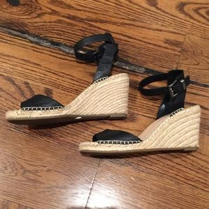 Vince Camuto sz 8 ankle strap espadrille wedge